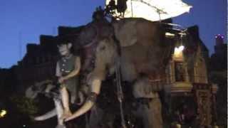 Royal de Luxe - La petite geante et l'éléphant du sultan à Nantes, France