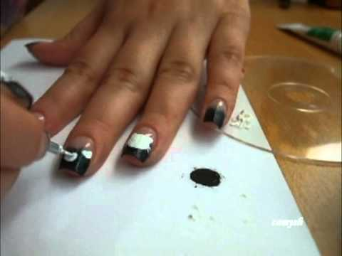 Kitten Paw Prints - Nail Art Tutorial