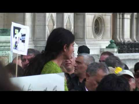 Demonstration before the town hall of PAris to support freedom in Iran
