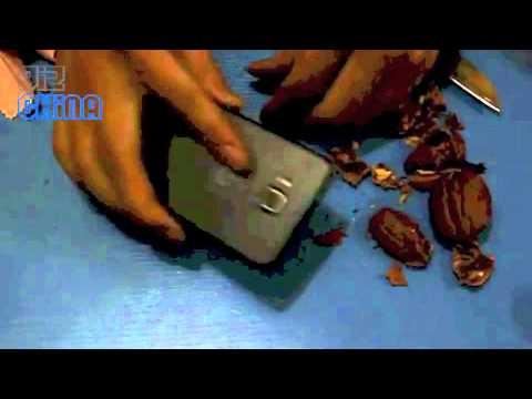JiaYu G3 used to smash walnuts MT6577 phone with Gorilla glass