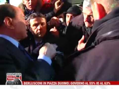 Silvio Berlusconi aggredito da Massimo Tartaglia (comizio PDL) - HQ
