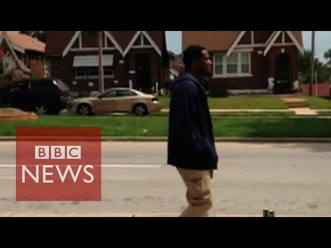 Kajieme Powell: St Louis police shooting video stirs debate - BBC News