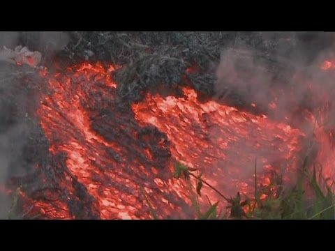 Lava flow speeds up, threatens Hawaiian town