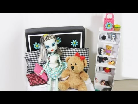 How to make a bed for Monster High Doll Frankie Using A Shoe Or Memory Box