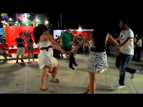 Vallja E Rrajces (ne Festivalin Antiracist) video