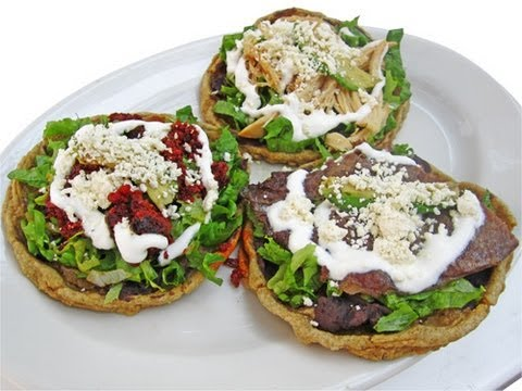 Sopes fritos de pollo