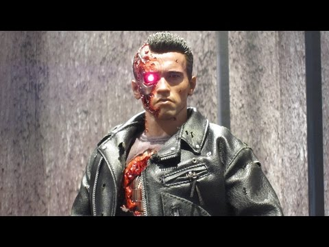 Hot Toys DX13 T-800 Battle Damaged Exclusive