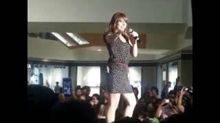 Sheila ki jawani sang by a foriegnerItem Song Hot Song