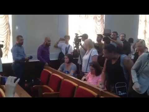 """В Одессе родители детей из лагеря """"Виктория"""" встретились с губернатором"""