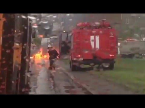 15.04.2016 горит автомобиль на Ленинградской площади в Киеве