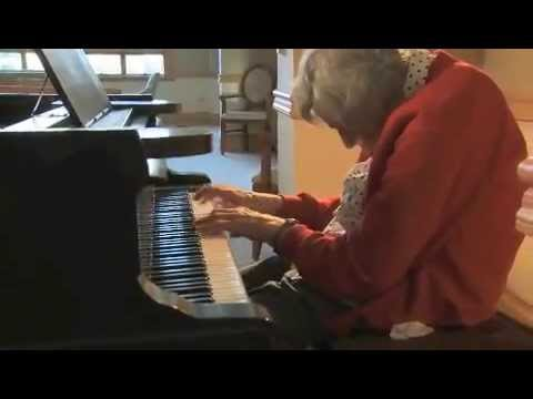 Joan Stein performing Mendelssohn's Scherzo in Em