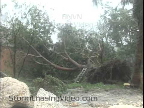 8/25/2011 Hurricane Irene Hits Nassau Bahamas