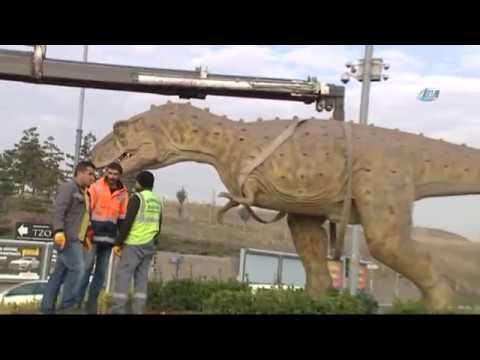 """Başkent'teki Dinozor Maketi Kaldırıldı: """"İyi Oldu Kim Besleyecekti Onu"""""""