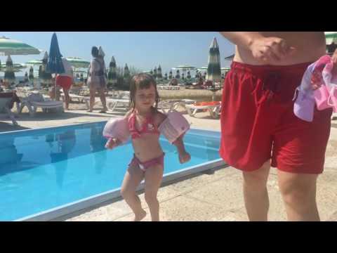 ВЛОГ видео для детей VLOG Kids Tv Канал для детей Саша Отдых с детьми на море детский бассейн