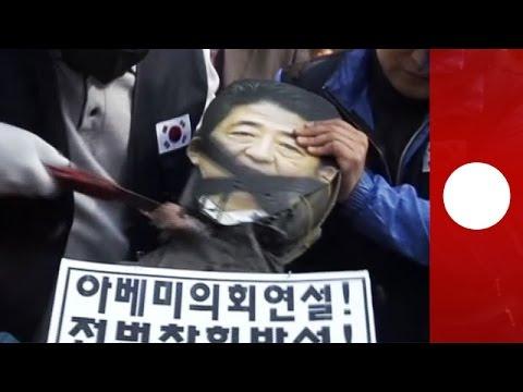 Südkoreanische Demonstranten enthaupten Bildnis von Japans Premierminister Shinzo Abe