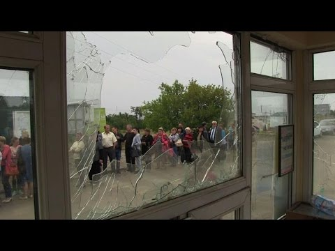 Some flee, others head home at Ukraine-Russia border crossing