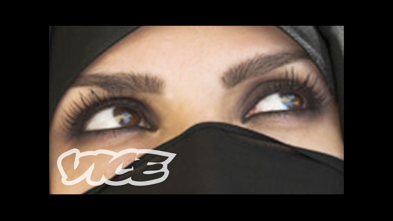 image Real arab in niqab masturbates on webcam