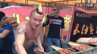 卖肉串的俩哥们