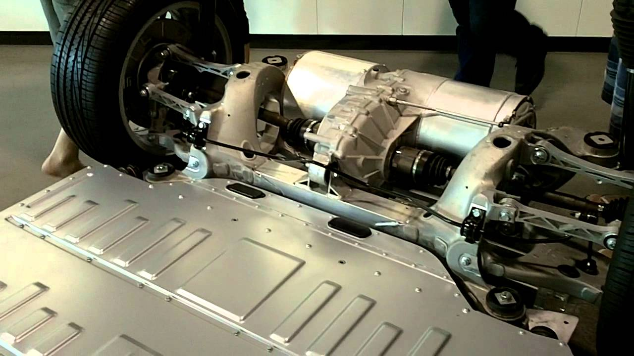 Tesla S Battery pack and    drivetrain    closeup walkaround