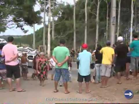 POPULAÇÃO EXPULSA INVASORES DO MST