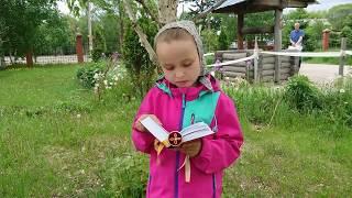 7-летняя девочка читает Евангелие в рамках акции «Читаем и изучаем Евангелие вместе» (выпуск 5)