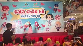 Các bạn thiếu nhi đạt giải thưởng quốc tế biểu diễn catwalk thu hút hàng ngàn khán gỉa tại Hà Nội