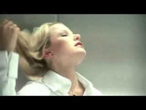 Frau und Mann im Fahrstuhl
