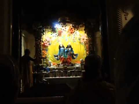 Mangal Arati In Iskcon Vrindavan By Hh Bhaktirasamrta Swami video