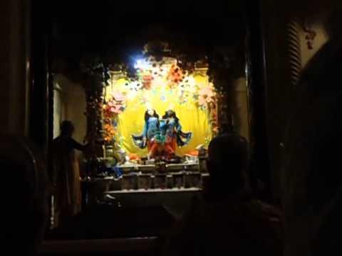 Mangal Arati In Iskcon Vrindavan By Hh Bhaktirasamrta Swami video