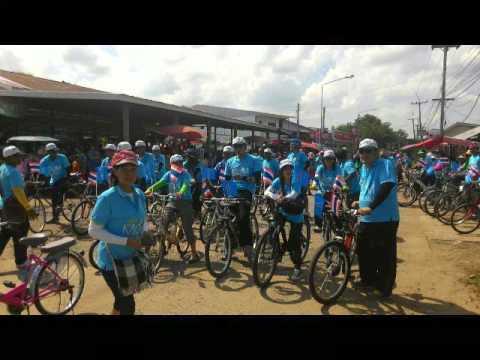 คลิปวิดีโอ ปั่นจักรยานเพื่อแม่ อบต สวายจีก อ เมือง จ บุรีรัมย์ (16 สิงหาคม 2558)