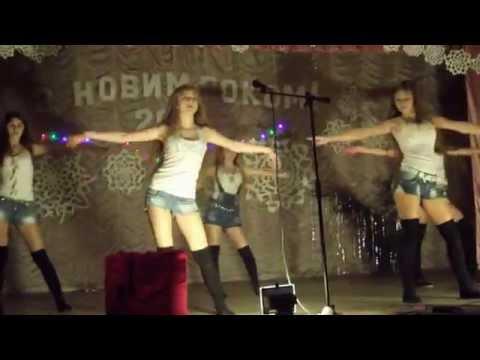 Красивые девушки танцуют
