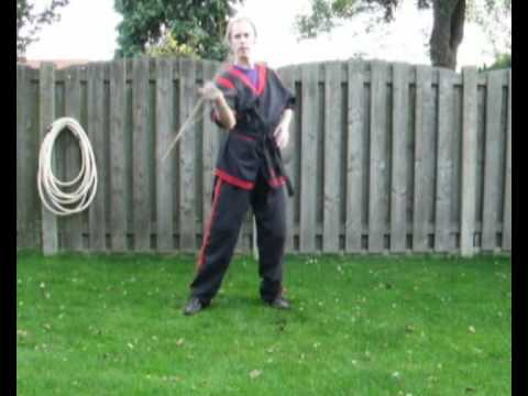 Doce Pares Eskrima: Warm up exercise. Image 1