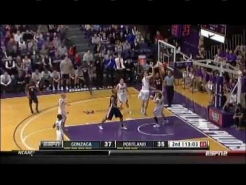 Elias Harris lob dunk from Kevin Pangos