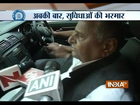 Samajwadi Party President Mulayam Singh Yadav Praises the 2015 Railway Budget