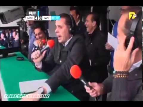 Christian Martinoli Festeja Gol de Oribe Peralta - Mexico vs Nueva Zelanda - Repechaje Brasil 2014