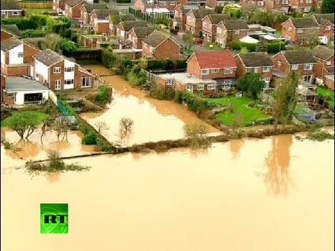 UK floods: Hundreds of homes under water as deadly storms hit England, Scotland, Wales