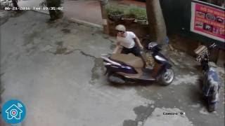 Camera an ninh ghi lại cảnh tên trộm lấy trộm xe máy lead trong vòng vài giây
