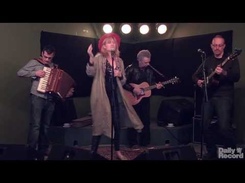 Video: Eddi Reader - Back The Dogs