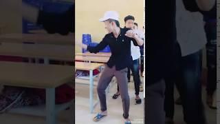 Dương Phúc Chiến Quẩy tại lớp =))