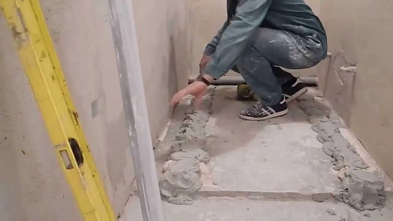 Стяжка в туалете своими руками видео