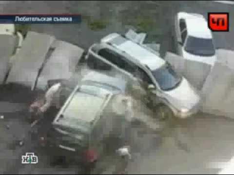 Жена отомстила мужу за измену разбив его машину