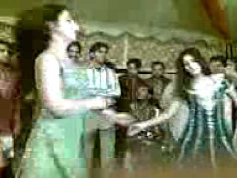 (asif Baloch) Mujra Jang Tur Pai Wajya Nal.3gp(juga Naveed) video