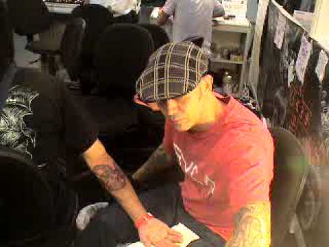 Chris Garver make snake tattoo in Singapore Tattoo Show2, 2010.MPG