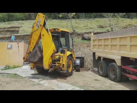 JCB 3cx loading material