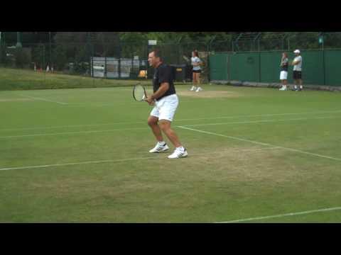 Wimbledon 2009 - Roger Federer practicing next to Johan Kriek & Kevin Curren Video