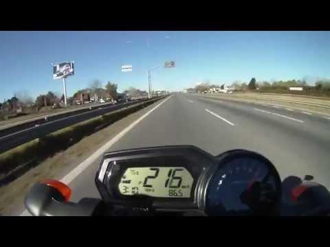 Wheelie on highway FZ1 (GoPro Hero).flv