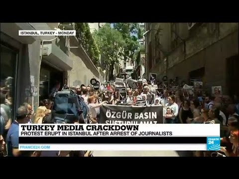 Turkey: protest erupt in Istanbul after arrests of journalists amidst media crackdown