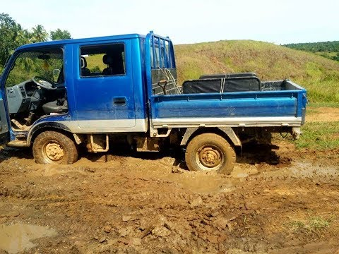 UPDATE ON RED TRUCK  & BLUE TRUCK 4X4 OFF ROAD CATASTROPHE EXPAT PHILIPPINES