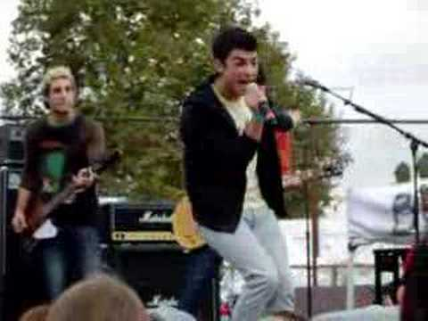 the jonas brothers singing pirates life for me
