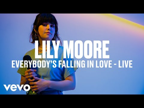 Lily Moore - Everybody's Falling In Love (Live) | Vevo DSCVR